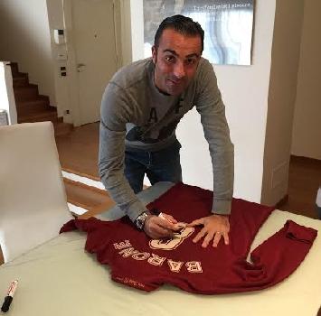 Natale in campo 2: all'asta le maglie di Barcellona e Zambrotta