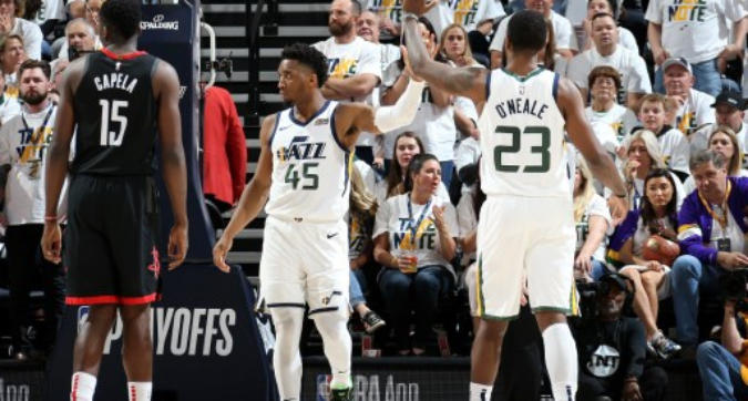 Nba, playoff: Milwaukee in semifinale, Houston spreca il primo match point