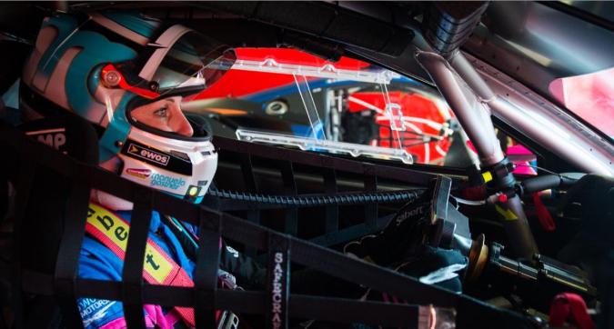 """Manuela Gostner: """"Dalla pallavolo alle corse, ora batto gli uomini con la Ferrari: che soddisfazione"""""""