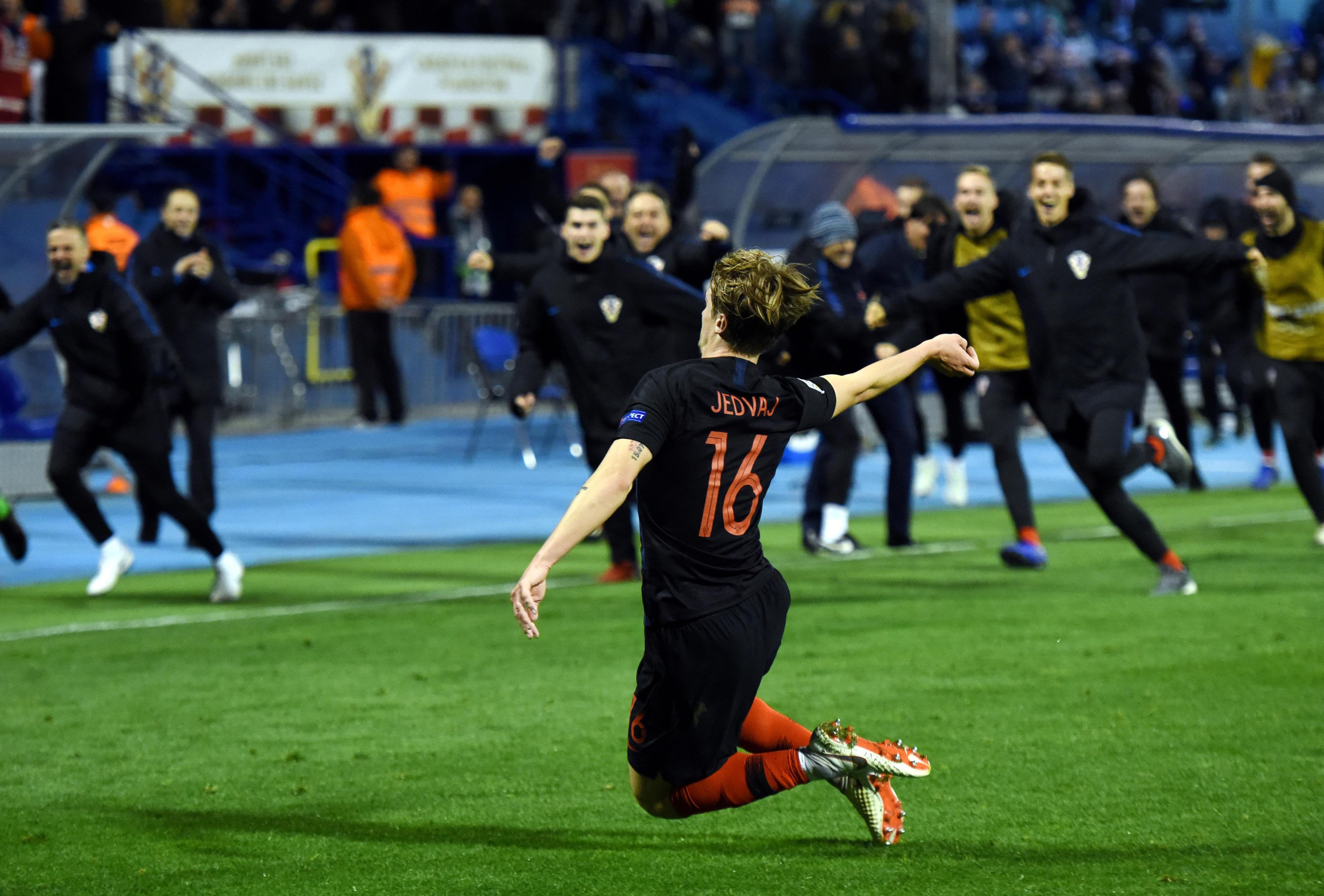Nella 5ª giornata del gruppo 4 della Lega A di Nations League la Croazia supera in extremis la Spagna, che ora rischia di vedersi scavalcata al primo posto all'ultima giornata: i croati (che giocheranno con l'Inghilterra, 4 punti) salgono a 4, gli spagnoli restano a 6. L'eroe della serata si chiama Jedvaj: l'ex Roma con due gol (69') e (93') consegna la vittoria nel finale. Tutti i gol nella ripresa: Kramaric (54'), Ceballos (56') e Ramos (rigore, 78').