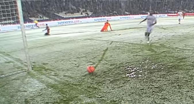 Bundesliga, la neve nega un gol all'Hannover