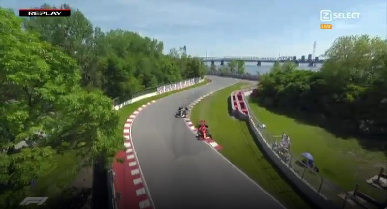 La Ferrari di Sebastian Vettel taglia il traguardo del GP del Canada al primo posto ma deve cedere la vittoria alla Mercedes di Lewis Hamilton, che chiude alle sue spalle, per una penalità di cinque secondi. Sanzione inflitta al tedesco per aver ostacolato l'inglese al giro 48 dopo aver tagliato una curva finendo sul prato. Terzo l'altro ferrarista Charles Leclerc. Ecco la dinamica dell'accaduto.