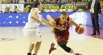 Basket, primo match point per Venezia con Trento: costanza contro qualità