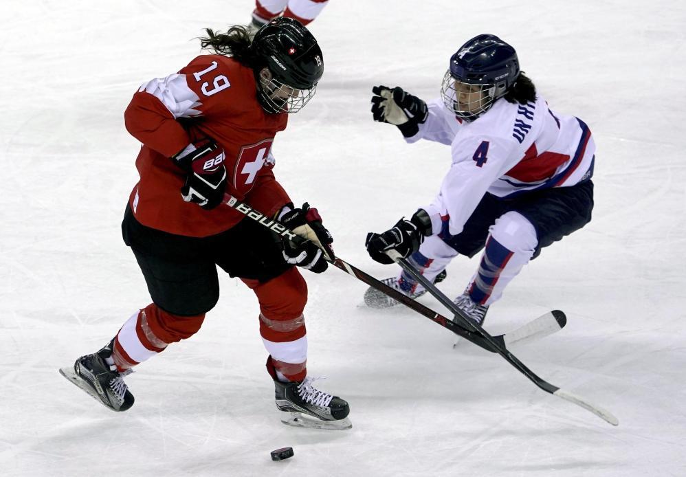 Olimpiadi, Hockey: team Coree unite sconfitto, ma grande festa