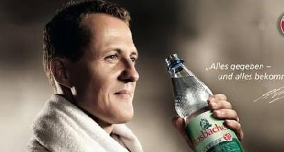 Schumacher sorridente in una pubblicità: i tifosi si infuriano