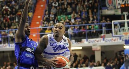 Basket, Serie A: Brindisi fa festa, Cantù in crisi