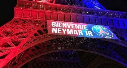Francia, armato di coltello cerca di forzare controlli alla Tour Eiffel