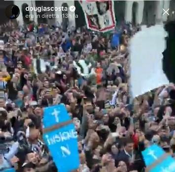Douglas Costa offende Napoli, la furia di De Laurentiis