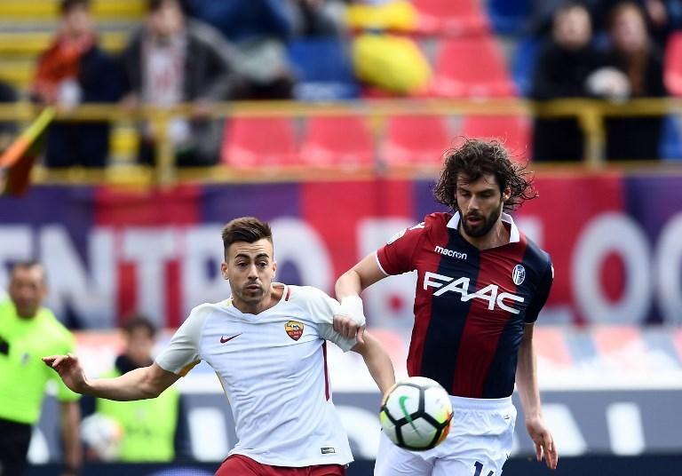 Nell'anticipo della 30a giornata di Serie A, la Roma pareggia 1-1 a Bologna. A passare in vantaggio sono gli emiliani al 18' con un destro di Pulgar dal limite che trova l'angolino. Giallorossi a lungo in difficoltà e salvati da Dzeko che subentra dalla panchina e trov ail pari di testa al 76' su assist di Perotti. La Roma resta terza con 60 punti.&#160;<br /><br />