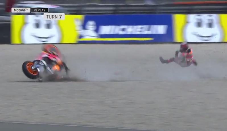 Brutta caduta per Lorenzo alla curva 7: va in ospedale
