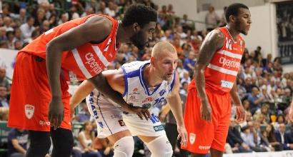 Basket, Serie A: rullo Cremona, Sassari parte bene