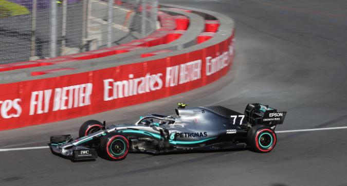 F1, Bottas pole su Hamilton a Baku