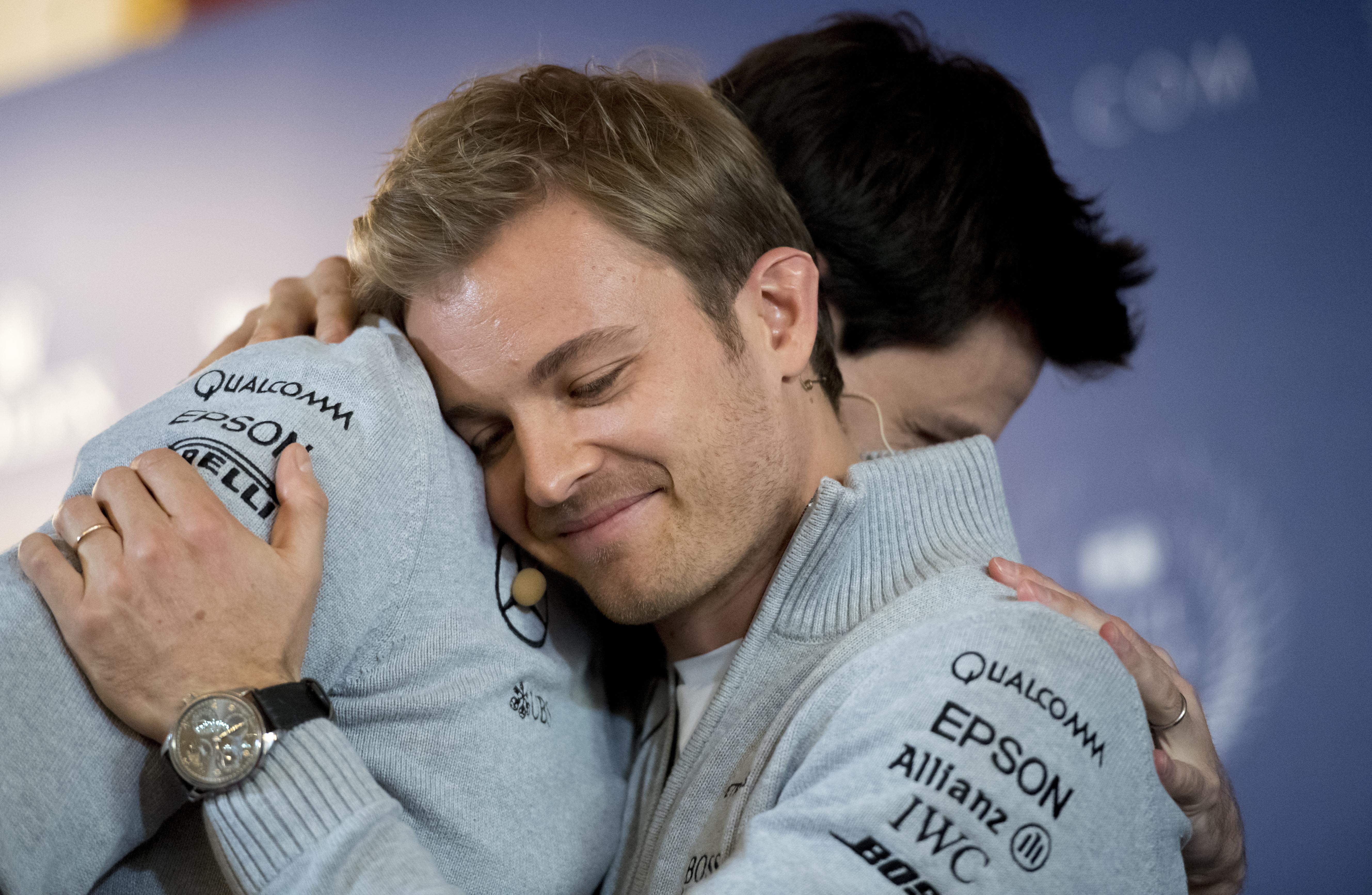A sorpresa Nico Rosberg ha annunciato il ritiro dalla Formula 1. Il neo campione del mondo lo ha comunicato sui social e nel corso della conferenza stampa del FIA Prize Giving Gala, che si è tenuta al Hofburg palace di Vienna, alla presenza del direttore esecutivo della Mercedes, Toto Wolff.