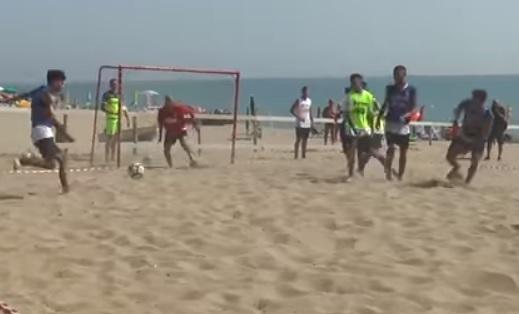 Il Crotone si allena in spiaggia