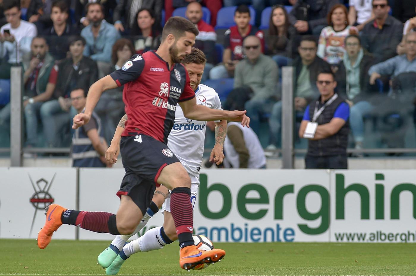 Nell'ultima giornata di Serie A, il Cagliari batte 1-0 l'Atalanta ma alla fine possono festeggiare entrambe: i sardi la salvezza, i bergamaschi vanno in Europa League per la seconda volta di fila ma questa volta dovranno passare dai preliminari a causa del settimo posto finale alle spalle del Milan. La gara è decisa all'87' da un colpo di testa di Ceppitelli. Nel recupero Caldara, all'ultima con la Dea, calcia alto il rigore del pareggio.