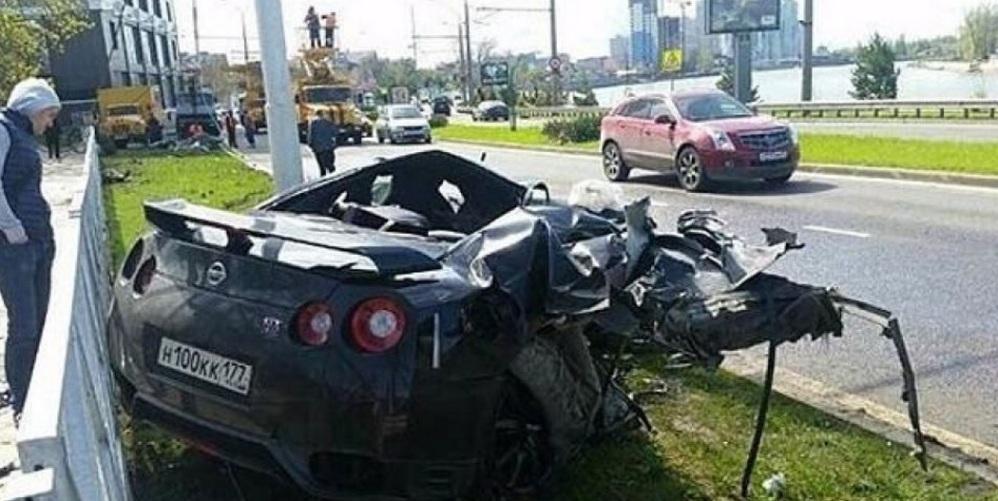 La Nissan GTR di Andrey Yeshchenko schiantatosi a 170 km/h nel maggio   2015.