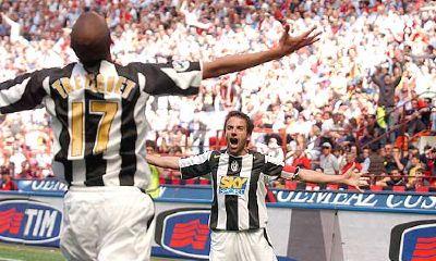 Trezeguet e Del Piero festeggiano il gol vittoria