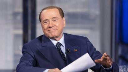 Berlusconi ha lasciato la terapia intensiva, è tornato in camera