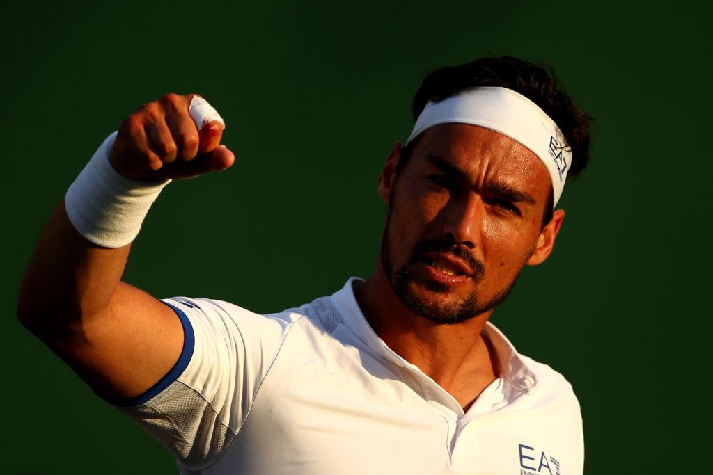 Fabio Fognini soffre ma passa 6-7, 6-4, 7-6, 2-6, 6-3 contro l'ungherese Marton Fucsovics. Match sofferto per il ligure, che si impone al quinto set qualificandosi al terzo turno di Wimbledon, dove sfiderà l'americano Tennys Sandgren. Più agevole la gara di Matteo Berrettini, che supera facilmente 6-1, 7-6, 6-3 il cipriota Marcos Baghdatis, che dà l'addio al tennis. Il numero 20 al mondo affronterà ai sedicesimi l'argentino Diego Schwartzman.