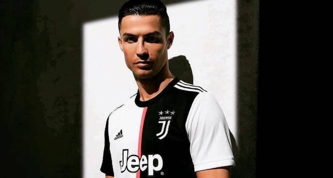 Juventus, la maglia ufficiale per il 2019/20: niente strisce