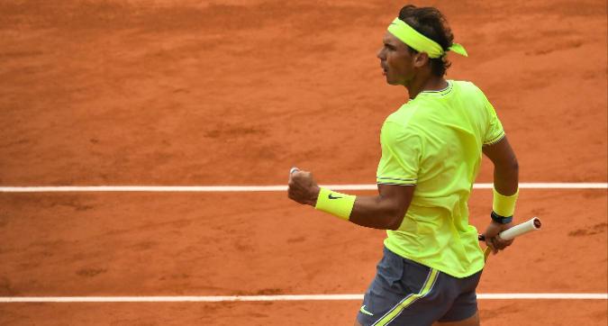 Tennis, Roland Garros: Nadal demolisce Federer e vola in finale, Djokovic-Thiem rinviata a domani