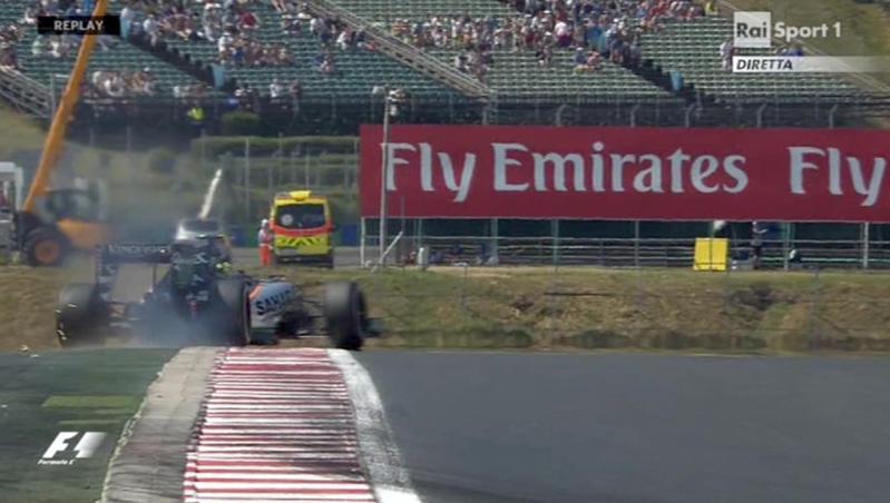 Attimi di terrore all'Hungaroring, durante la prima sessione di prove libere del GP di F1. A circa mezz'ora dal termine, Sergio Perez ha perso il controllo della sua Force India, a causa di un problema tecnico, andando a sbattere contro il guard-rail e finendo poi per ribaltarsi. La monoposto è rimasta a lungo a testa in giù, ma alla fine il pilota brasiliano è uscito illeso. La sessione è stata subito sospesa con la bandiera rossa.