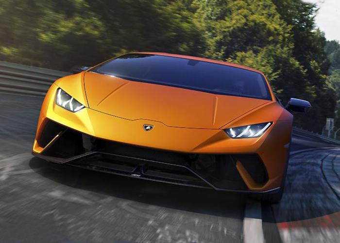 A Ginevra scocca l'ora della Lamborghini Huracan Performante, bolide che ridefinisce il concetto di supersportiva ed eleva le performance a livelli mai visti prima. Interamente riprogettata intervenendo sul peso, sulla potenza del motore, sullo chassis e soprattutto introducendo un innovativo sistema di aerodinamica attiva, l'ultimo gioiello di casa Lambo ha girato al Nürburgring in un tempo di 00:06:52:01 stabilendo, così, il best lap e diventando l'auto di serie più veloce nel tempio della velocità.