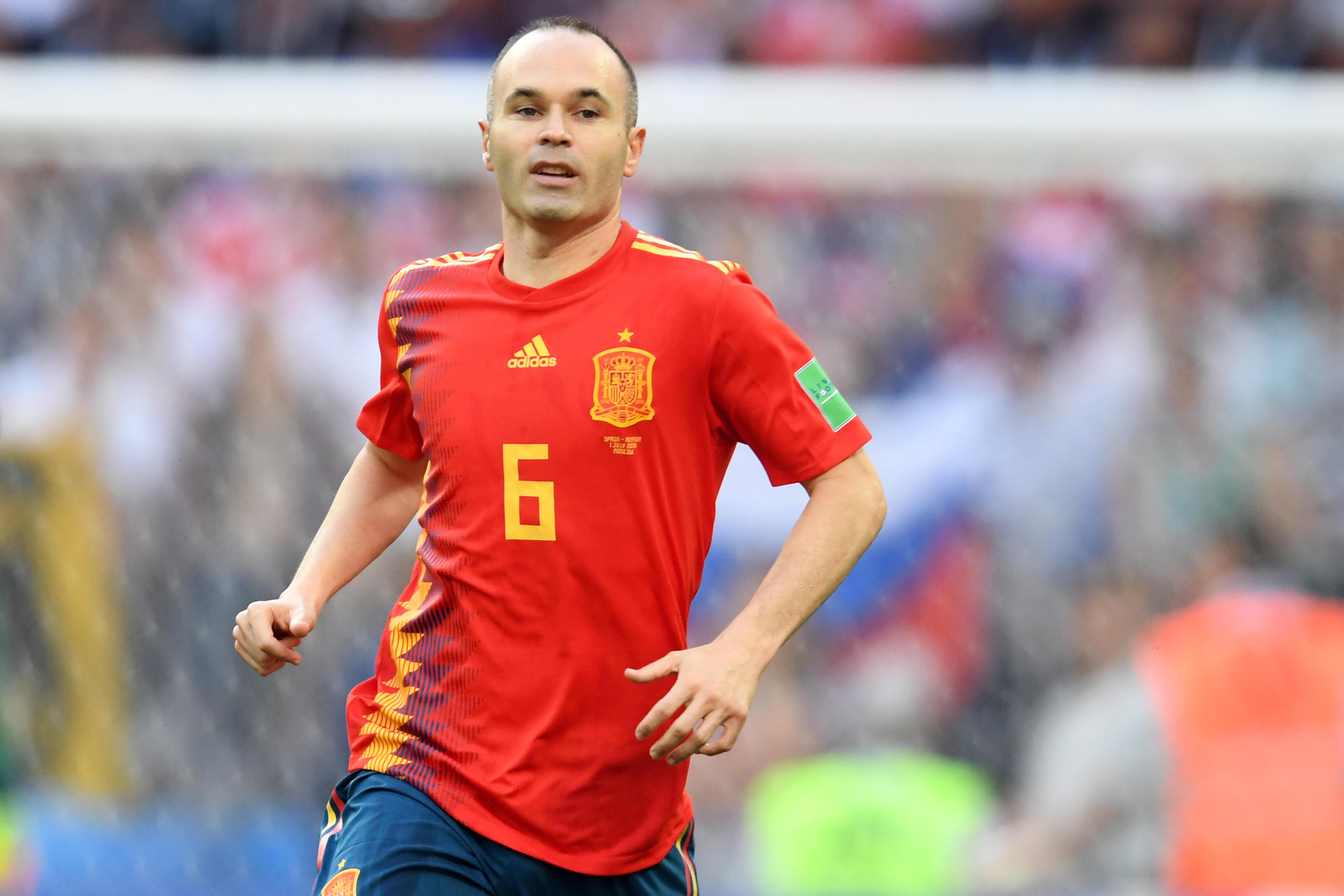 Annunciato prima dei Mondiali, l'addio di Andres Iniesta alla Spagna arriva dopo la sconfitta ai rigori contro la Russia.