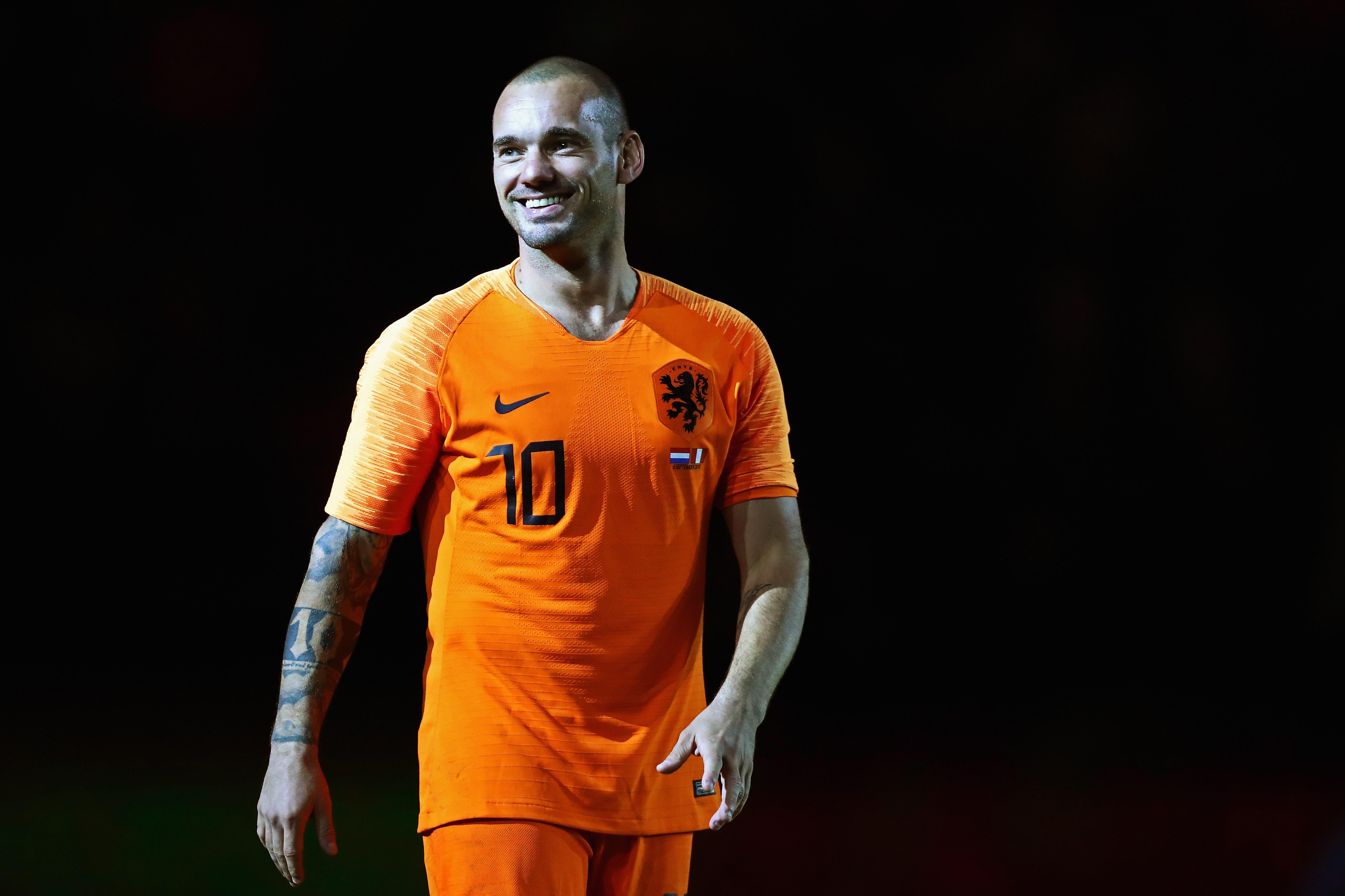 Addio annunciato a marzo per Wesley Sneijder, ma i saluti ufficiali sono arrivati il 6 settembre: grande festa dopo l'amichevole contro il Perù.