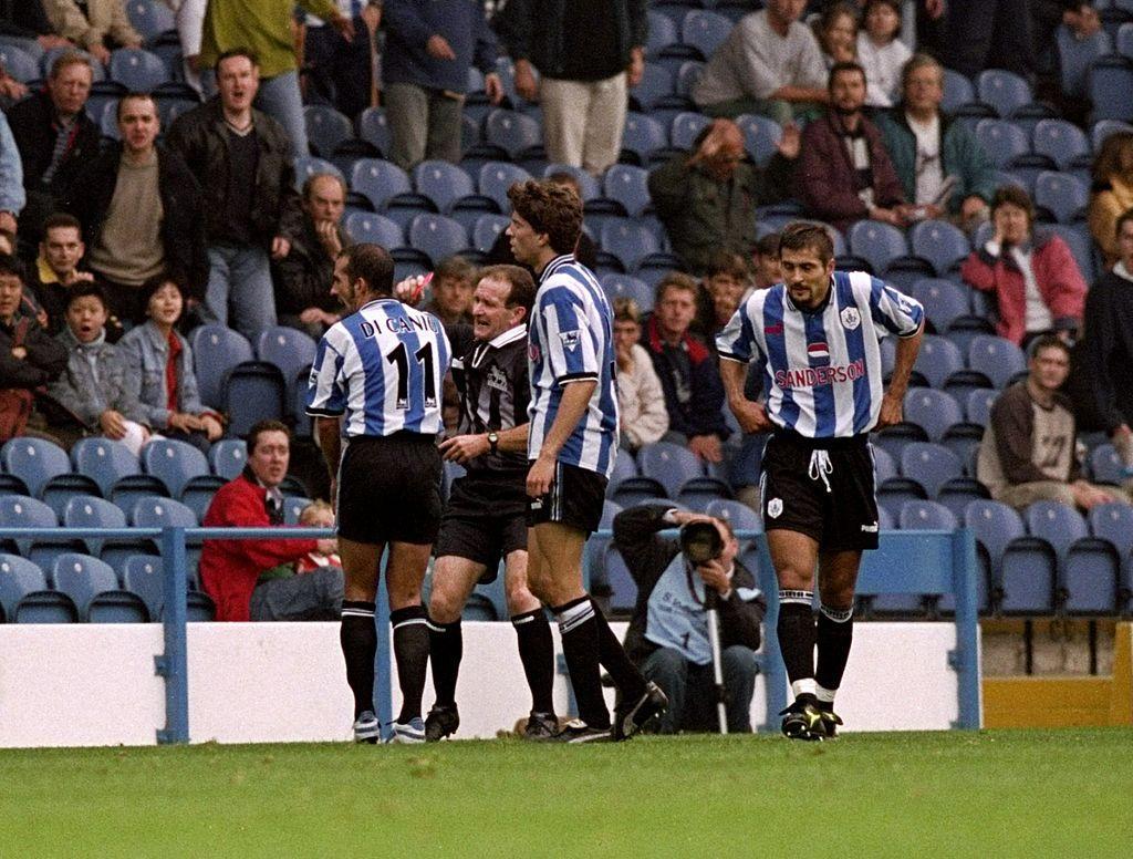 Paolo Di Canio, Sheffield Wednesday: 11 giornate per aver spinto l'arbitro Alcock (1998)