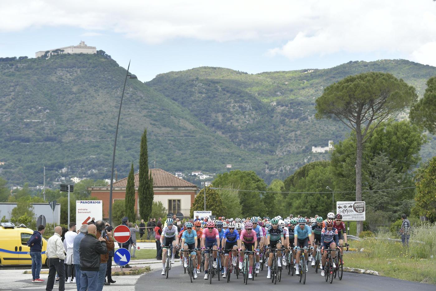 L'italiano vince la sesta tappa del Giro d'Italia.