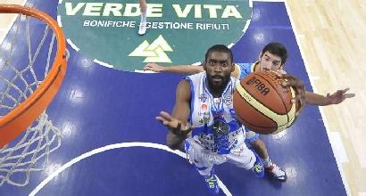 Basket, Serie A: Sassari fa festa e asfalta Cantù
