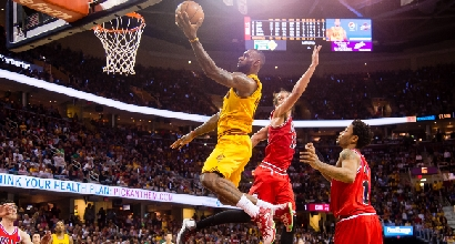 Nba, playoff: LeBron trascina i Cavs, Houston resta in vita
