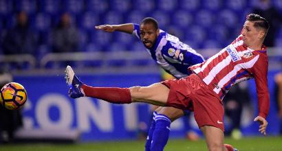 Tremenda botta in testa, Torres sviene durante Deportivo-Atletico Madrid