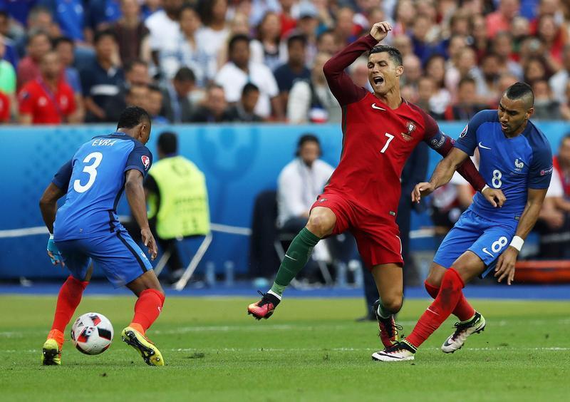 Euro 2016, Cristiano Ronaldo infortunato e in lacrime