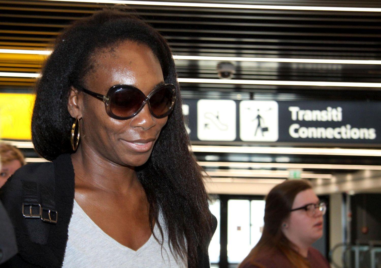 """""""Sono felice di giocare a Roma"""". Lo ha detto questa mattina, all'aeroporto di Fiumicino, Venus Williams, che ha inaugurato la serie di arrivi dei protagonisti più attesi agli Internazionali d'Italia di tennis al Foro Italico. Rilanciata dalla finale raggiunta negli Australian Open di gennaio scorso, dove è stata sconfitta dalla sorella Serena, ora in dolce attesa, Venus è tornata a ridosso delle top ten e si candida a recitare un ruolo di primo piano nel torneo romano.<br /><br />"""