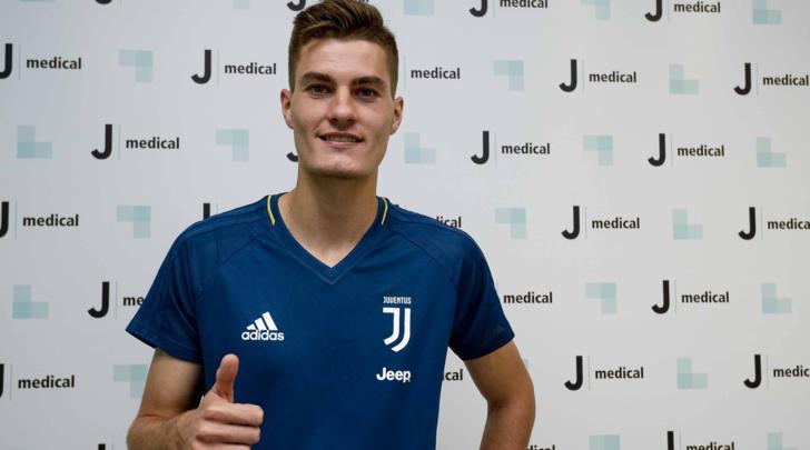 Patrick Schick - Nell'estate del 2017 è ad un passo dal trasferirsi alla Juventus, ma durante le visite mediche di rito gli viene riscontrato un piccolo problema cardiaco che blocca l'operazione. Scongiurato l'intervento chirurgico, verrà acquistato dalla Roma nella stessa estate.