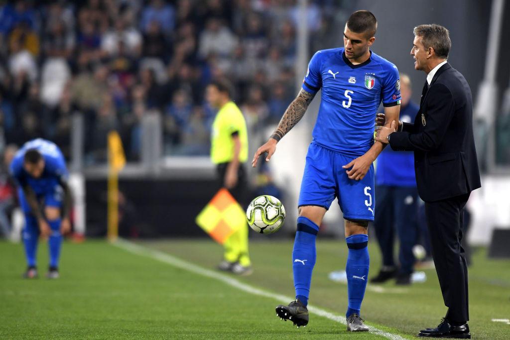 Mancini 5,5 - Giocare da terzino destro in una linea difensiva a quattro, ma si fa trovare impreparato nelle coperture preventive e sui tagli alle spalle. Buon appoggio in fase di palleggio.