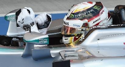 """F1, Hamilton: """"Adoravo vedere guidare Ayrton, non mi pare reale"""""""