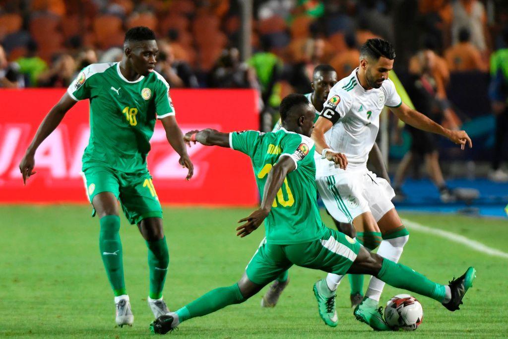 Allo stadio Internazionale del Cairo l'Algeria si laurea campione d'Africa per la seconda volta nella sua storia. Le Volpi del deserto battono in finale il Senegal 1-0; decisivo il gol di Bounedjah dopo nemmeno due minuti di gioco grazie a un destro che, deviato in maniera decisiva da Sané, si insacca alle spalle di Gomis. Il Senegal avrebbe meritato quantomeno di allungare il match ai supplementari, ma si è dimostrato impreciso nelle conclusioni.