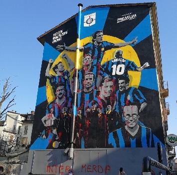 """Sfregiato il murales nerazzurro: """"Inter M..."""""""