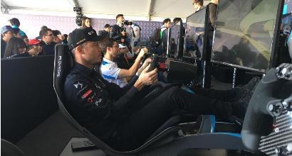 Formula E, i piloti si scaldano al simulatore: che sfide con i tifosi