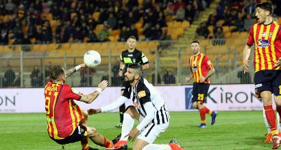 Serie B: Lecce esagerato, sette gol e terzo posto solitario