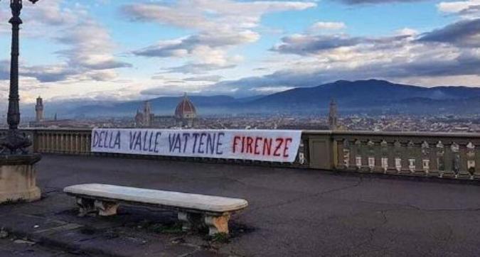 Lo scontro si acuisce, Firenze si sveglia tappezzata di striscioni: