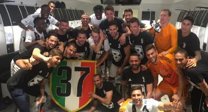 Juventus campione, la festa esplode in spogliatoio