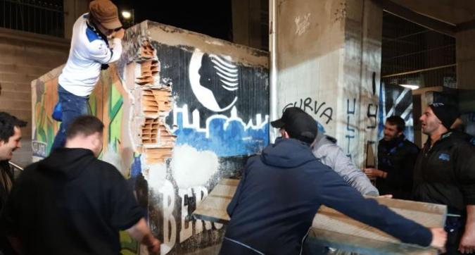 Nuovo stadio Atalanta: i tifosi demoliscono la curva e se la portano a casa