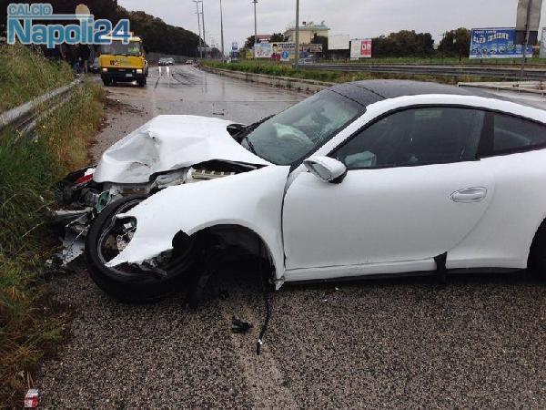 La Porsche di Henrique incidentata mentre andava ad allenarsi nell'aprile 2014.