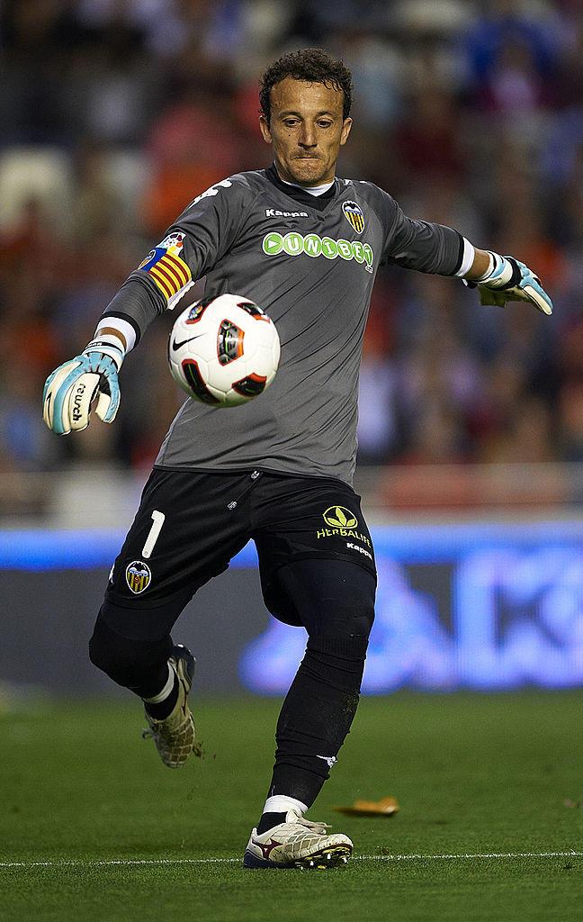 23) César (Villarreal): 40 anni e 15 giorni