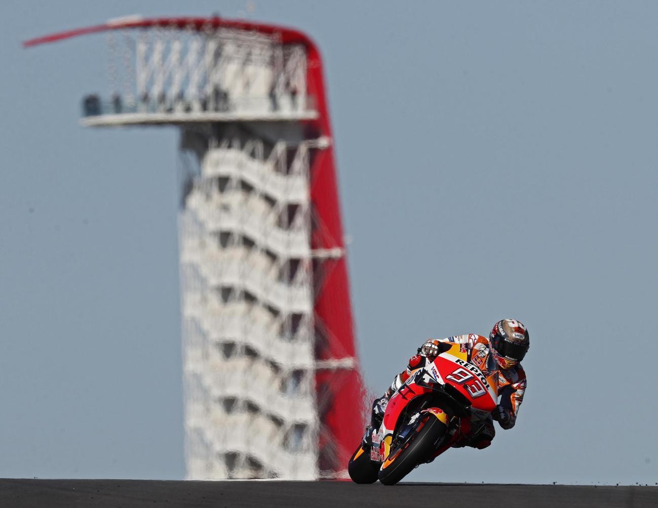 Lo spagnolo della Suzuki batte Rossi e raccoglie l'eredità di Marquez