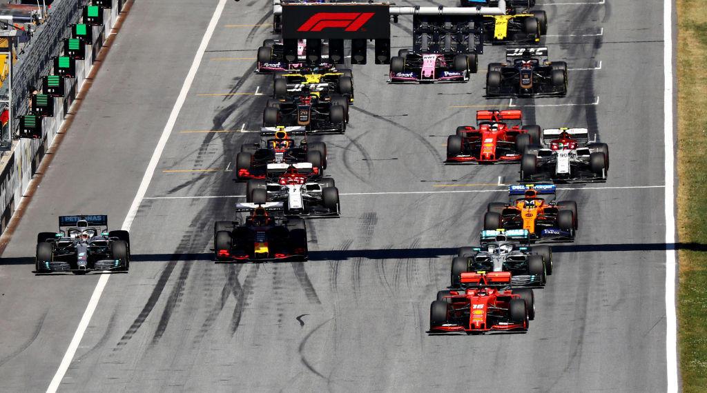 F1, Verstappen strappa la vittoria a Leclerc